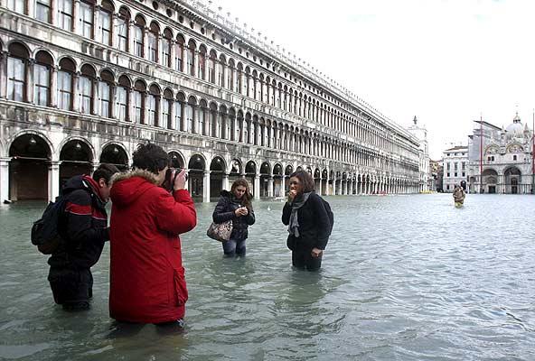 Venecia, inundada, turistas
