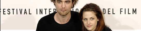 La actriz Kristen Stewart se deshace con su compañero de reparto, Robert Pattinson