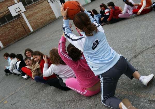 Niños haciendo deportes - Imagui