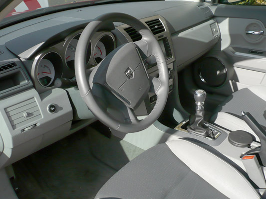 Interior Dodge Avenger.
