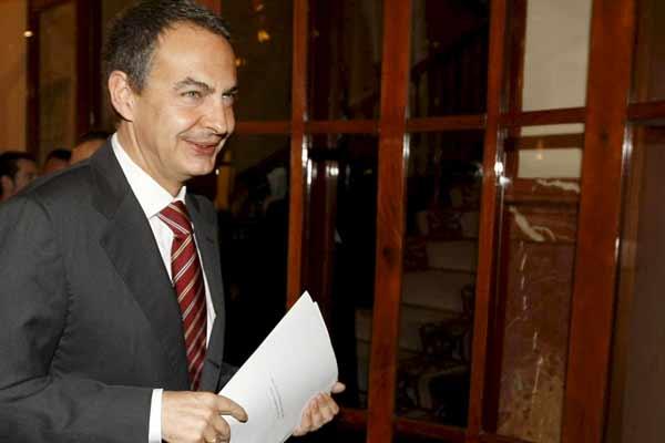 Zapatero, en los pasillos del Congreso