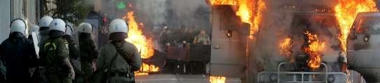 Al menos tres heridos en una protesta que congregó a 7.000 personas en Atenas