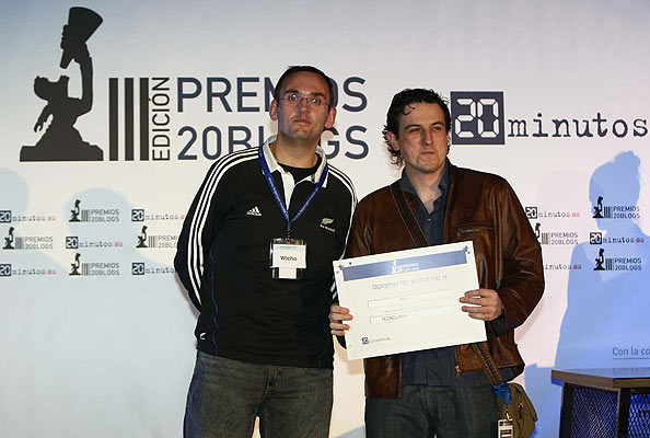 Premio al mejor Blog de Tecnología y videojuegos. El Premio al mejor Blog de Tecnología y vídeojuegos fue a parar a Pixfans. El diploma lo repartió Javier Pedreira de Microsiervos.com