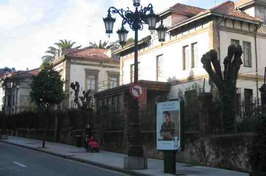 Los chalés de la Fábrica de Armas de Oviedo, son unos de ellos