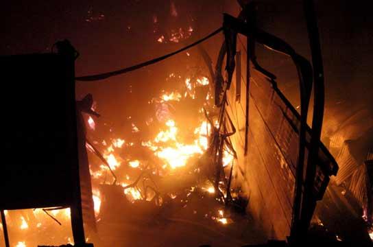 Incendio en un almacén en Badajoz