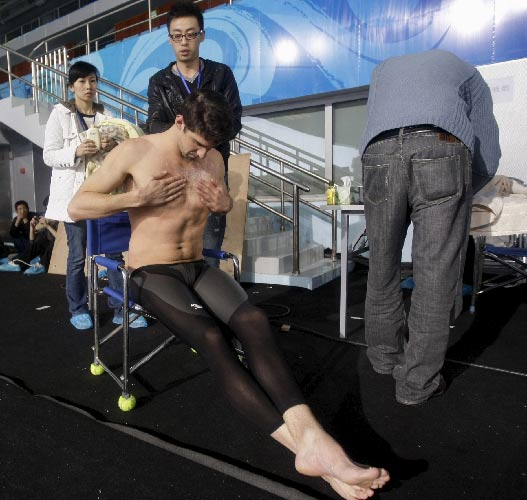 Michael Phelps se calienta