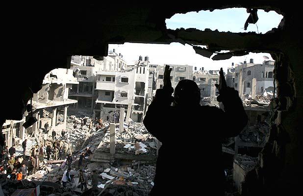 Agujero en un edificio en Gaza (14/1/2009)