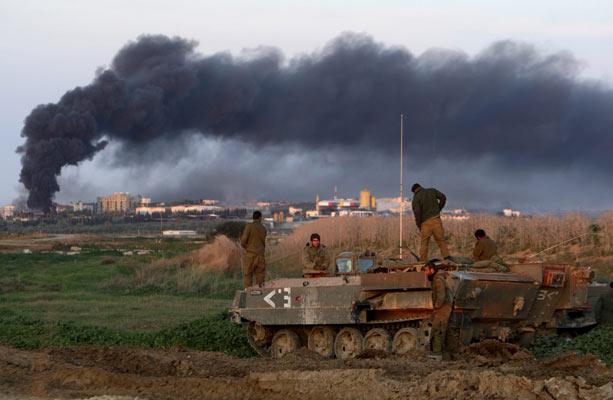 Columnas de humo en Gaza.