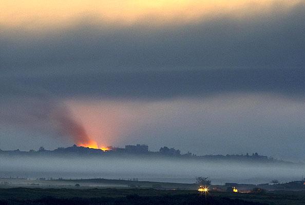Paisaje infernal en Gaza (16/1/2009). Un infierno llamado Gaza. Columnas de humo en Gaza tras un ataque del ejército israelí.