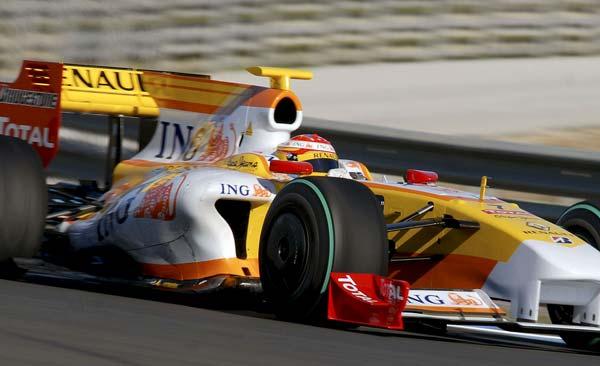 Fernando Alonso en su R29