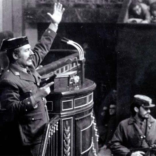 Antonio Tejero en un momento del golpe del 23 de Febrero de 1981