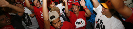 Hugo Chávez gana el referéndum que le permitirá aspirar a la reelección ilimitada