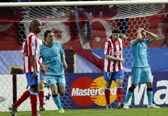 El jugador del Oporto Lisandro, frente al Atlético