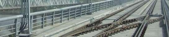 Imagen del puente sobre el Guadalquivir desde el interior de un vagón del metro.