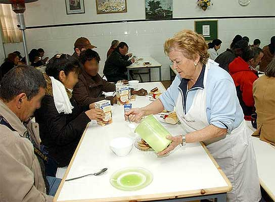 Móstoles abre el primer comedor social en España para personas ...