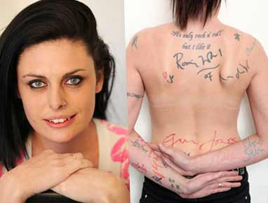 Zoe, 'tatuada' con autógrafos de famosos. (Mirror)