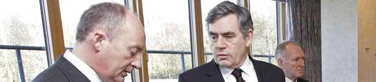 Gordon Brown y Shaun Woodward