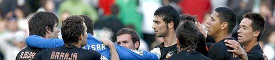 Albelda y Albiol son separados por los jugadores del Valencia