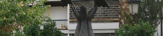 Monolito en honor a Primo de Rivera en Granada.