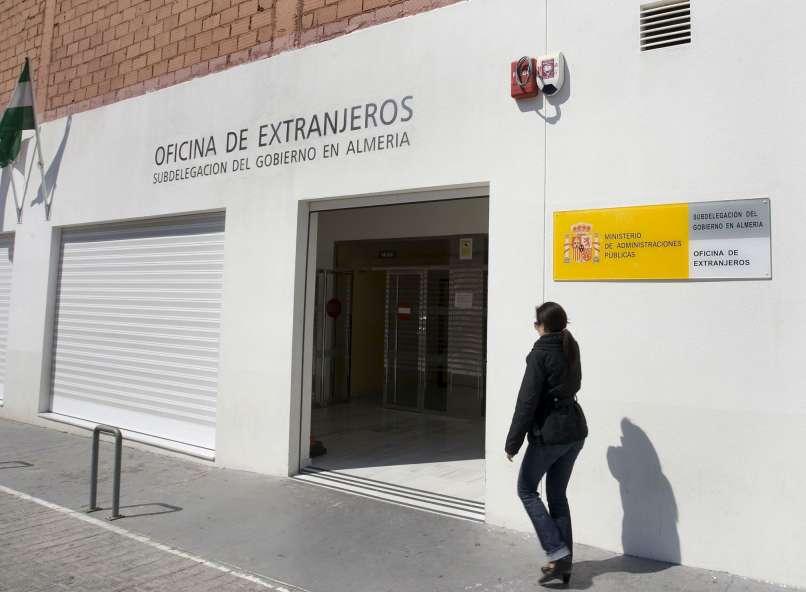 Libertad con cargos para ocho detenidos por la trama de for Oficinas unicaja almeria