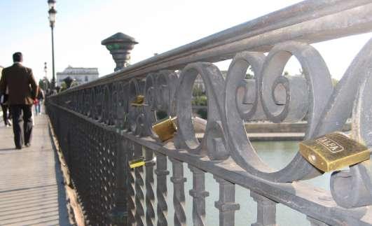 Candados en el puente