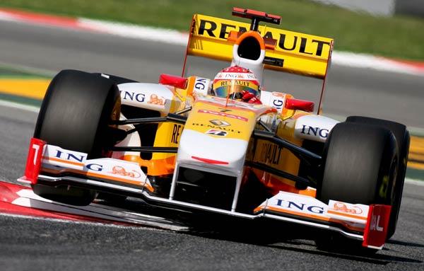 Fernando Alonso en su Renault