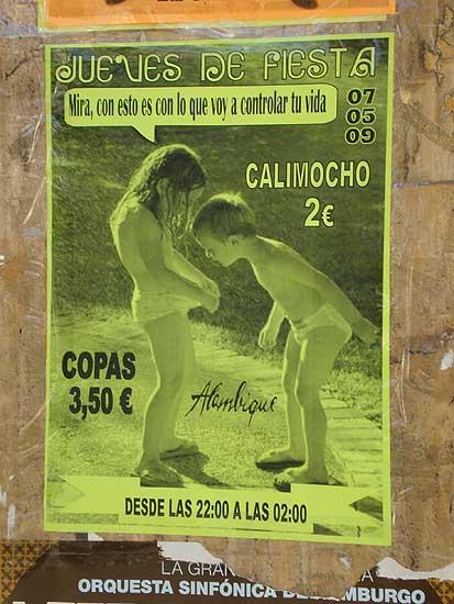 Cartel con niños en Almería