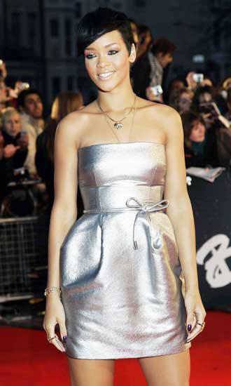 Rihanna enfadada por unas supuestas fotos suyas en ropa for Rihanna sin ropa interior
