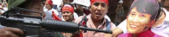 Protestas contra el juicio contra Suu Kyi