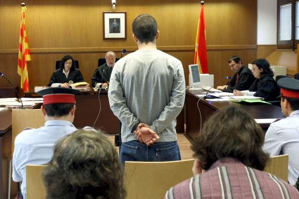 El joven acusado, declarando ante el juez.