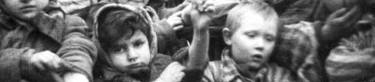 Un grupo de niños en el campo de Auschwitz