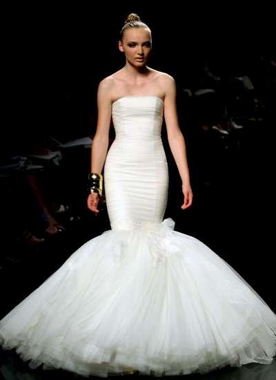 rosa clará abre la pasarela gaudí novias con vestidos para la 'gilda