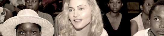 Madonna con la pequeña Mercy en brazos