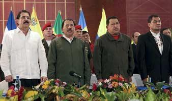 Zelaya, junto a Chávez y Correa