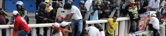 Manuel Zelaya no logra volver a Honduras y las protestas dejan un muerto y 10 heridos  (Imagen: G. A. / EFE)
