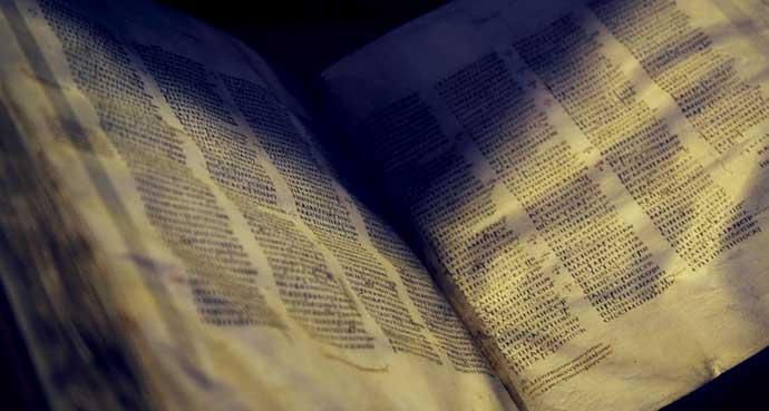 La biblia mas antigua del mundo es reunida gracias a Internet