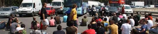 Nissan impide la entrada a la fábrica de la Zona Franca a 300 empleados despedidos  (Imagen: Jordi Font / EFE)