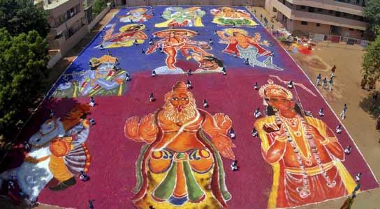 Totalmente pintado a mano en India