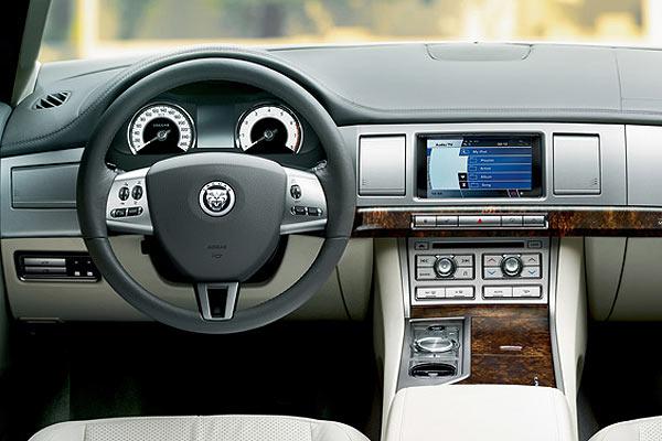 Lujoso interior del Jaguar XF 3.0 V6 Diesel S. (AUTOSCOUT24)