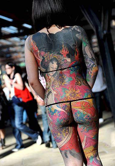tatuajes de jose lopez. joven japonesa ,Rie Gomita, mostrando sus tatuajes durante la Convención de