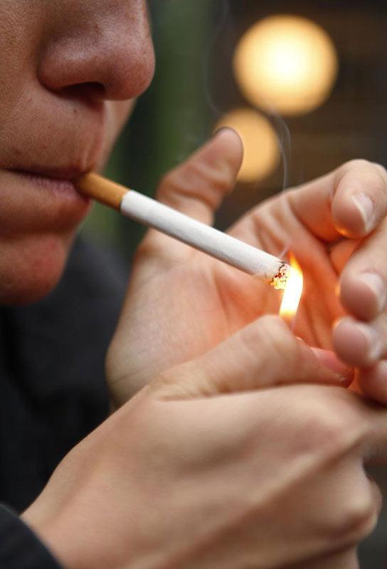 Insólito| Proponen la prohibición de fumar en espacios públicos