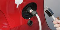 Recarga de un coche eléctrico.