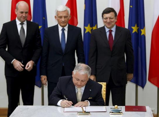 Kaczynski firma el Tratado de Lisboa