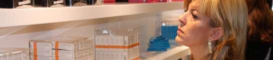 Barcelona abre la primera tienda gratuita de Europa para olvidar la crisis económica  (Imagen: J. Font / ACN)