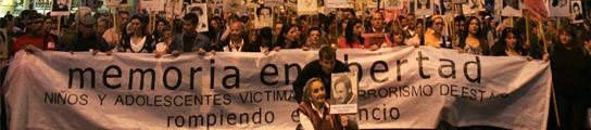 Miles de uruguayos marchan contra la ley que amnistó a militares de la dictadura  (Imagen: Iván Franco / EFE)
