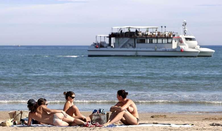 Playa de la Malvarrosa en pleno octubre.