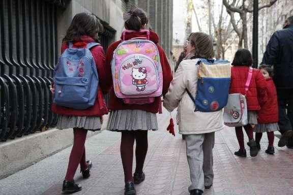 Niñas hacia el colegio