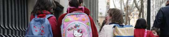 Ni�as hacia el colegio