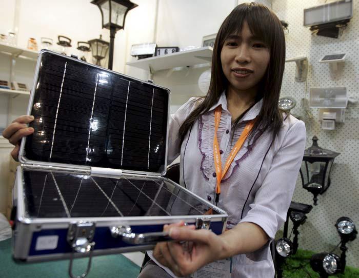 Maletín con paneles fotovoltaicos