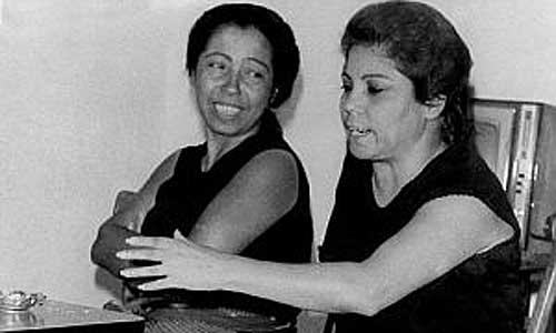 Bernarda de Utrera (dcha.) y su hermana Fernanda